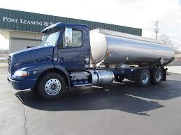 100 Gasoline Truck 2013 Volvo VNL64T300 Tandem Axle Fuel D11 385HP