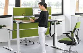 bureau assis debout ikea 4 bonnes raisons d adopter le bureau modulable assis debout