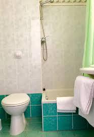 chambre d hotel pour 5 personnes réserver une chambre d hôtel pour pmr créon 33670 hotel atena