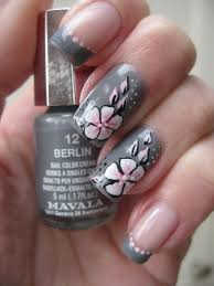 Nail Art Grey with pink one stroke flower