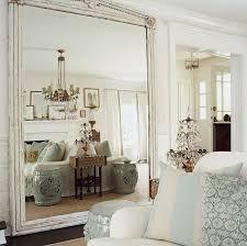 im wohnzimmer einen großen spiegel aufstellen schlafzimmer