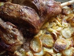 comment cuisiner l agneau gigot d agneau au four sur lit de pommes de terre fondantes