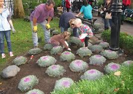 volunteers plant 4 000 tulip bulbs in bowling green park