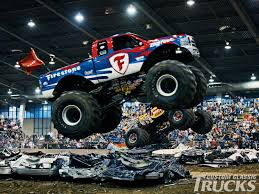 100 Monster Truck Race The Show