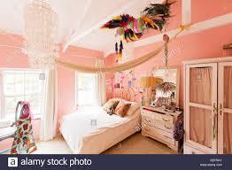 dekoration im schlafzimmer des landhaus stockfotografie alamy