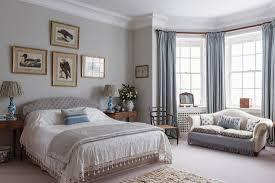 elegantes schlafzimmer mit sofa im erker bild kaufen