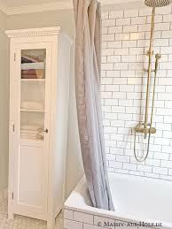 weiße vitrine das i tüpfelchen im bad badezimmer