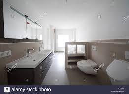 neubau badezimmer leer stock photo alamy