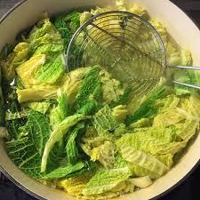 cuisiner chou frisé chou vert frisé sauté aux lardons recette mais que faire de ce