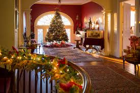 Fascinating Mansions Decorated For Christmas Tittle