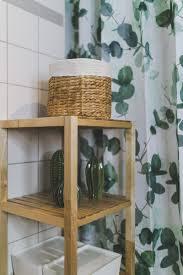 kleines badezimmer modern gestalten mit viel stauraum