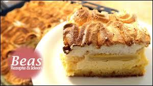 rhabarberkuchen rezept mit baiser und puddingcreme vom blech backen