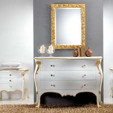schlafzimmer kommode im klassischen wohnstil mit goldenem applikationen bio handmade