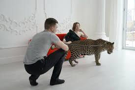 wildes wohnzimmer russen models raubkatzen