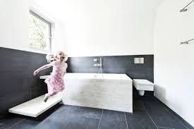 kinder aber sicher tipps für ein unfallfreies badezimmer