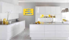 cuisine jaune et blanche quelle toile déco pour ma cuisine blanche