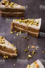 vegane karottenkuchen mit cashewcreme stockfoto und mehr bilder cashewnuss