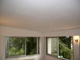 le plafond est fait de plaques de polystyrène comment le couvrir