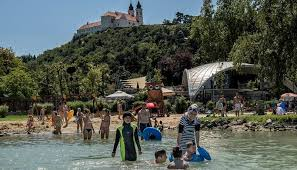 hungarian politicians and migration aid s migrant resorts