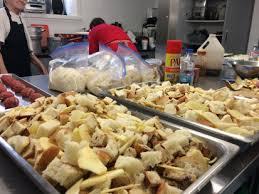 la cuisine à toute vapeur un quart de siècle de cuisine collective à pointe aux trembles métro