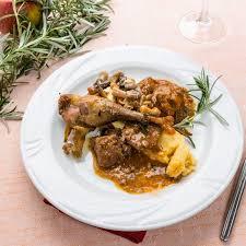 cuisiner un lapin au vin blanc recette lapin aux cèpes
