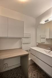 75 badezimmer mit waschtischkonsole und wäscheaufbewahrung