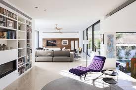 canap avec biblioth que int gr e bibliothèque moderne qui intègre le téléviseur ou la cheminée décorative