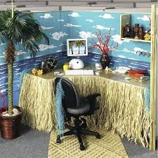 Cubicle Decoration Themes India by Office Desk Decoration Themes
