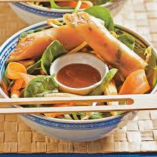 cuisine thailandaise recettes salade thaïlandaise et rouleaux croustillants recettes cuisine