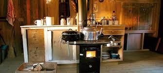 poêle à bois et coin cuisine gling en