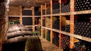 range bouteille en brique idées de cave à vins bouteilles barriques et casiers barrique