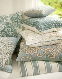 Pottery Barn Large Decorative Pillows by Best 25 Blue Pillows Ideas On Pinterest Blue Cushions Navy