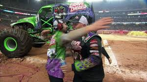Monster Jam - Grave Digger Defeats Captain America Monster Truck In ...