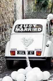 décoration de mariage voiture fleurs en papier