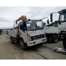 6 Wheeler Boom Truck 3.2T Boomer 17ft Sinotruk Howo, Cars, Cars For ...