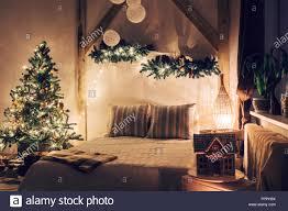warm und gemütlich am abend im wohnzimmer schlafsofa in