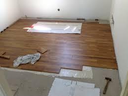 parquet chambre pose du parquet en teck dans la 1ère chambre d émilie photo de