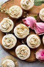 Soft And Fluffy Vanilla Wedding Cupcakes Topped With Champagne Frosting Perfect For Any Celebration