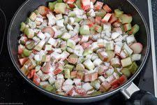 streuselboden kuchen mit rhabarber