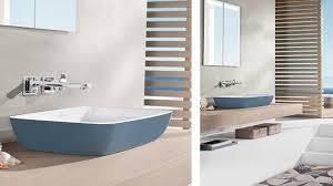 badgestaltung mit ruhigen klaren blautönen