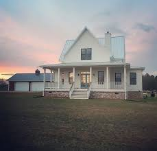 Simple Layout For House Placement by Best 25 Country Farmhouse Exterior Ideas On Country