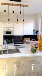 cuisine renovation fr lustre de folie touche industrielle dans la cuisine https