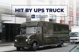 100 Ups Truck Hit By UPS Bergener Mirejovsky