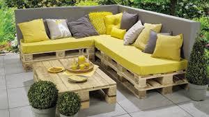 fabriquer canapé d angle en palette fabriquer une banquette d angle avec banc lounge et table en