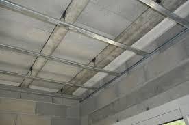 comment installer un faux plafond installer faux plafond barre