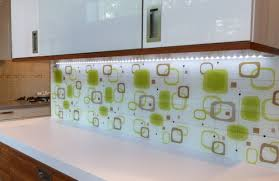 Photograph Of Kitchen Fitted With An Opticolour Digitally Printed Glass Splashback Retro Pattern 16
