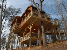 100 Tree Houses With Hot Tubs 11 Houses You Can Actually Stay In