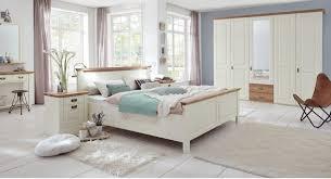 schlafzimmer möbel kiefer massivholz verschiedene oberflächen