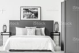 schwarz weiß schlafzimmer innenraum stockfoto und mehr bilder beige