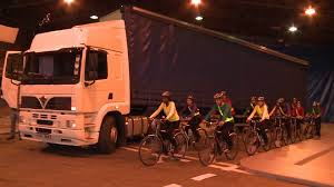 Lorry Blind Spot IMPORTANT VIDEO for London cyclist